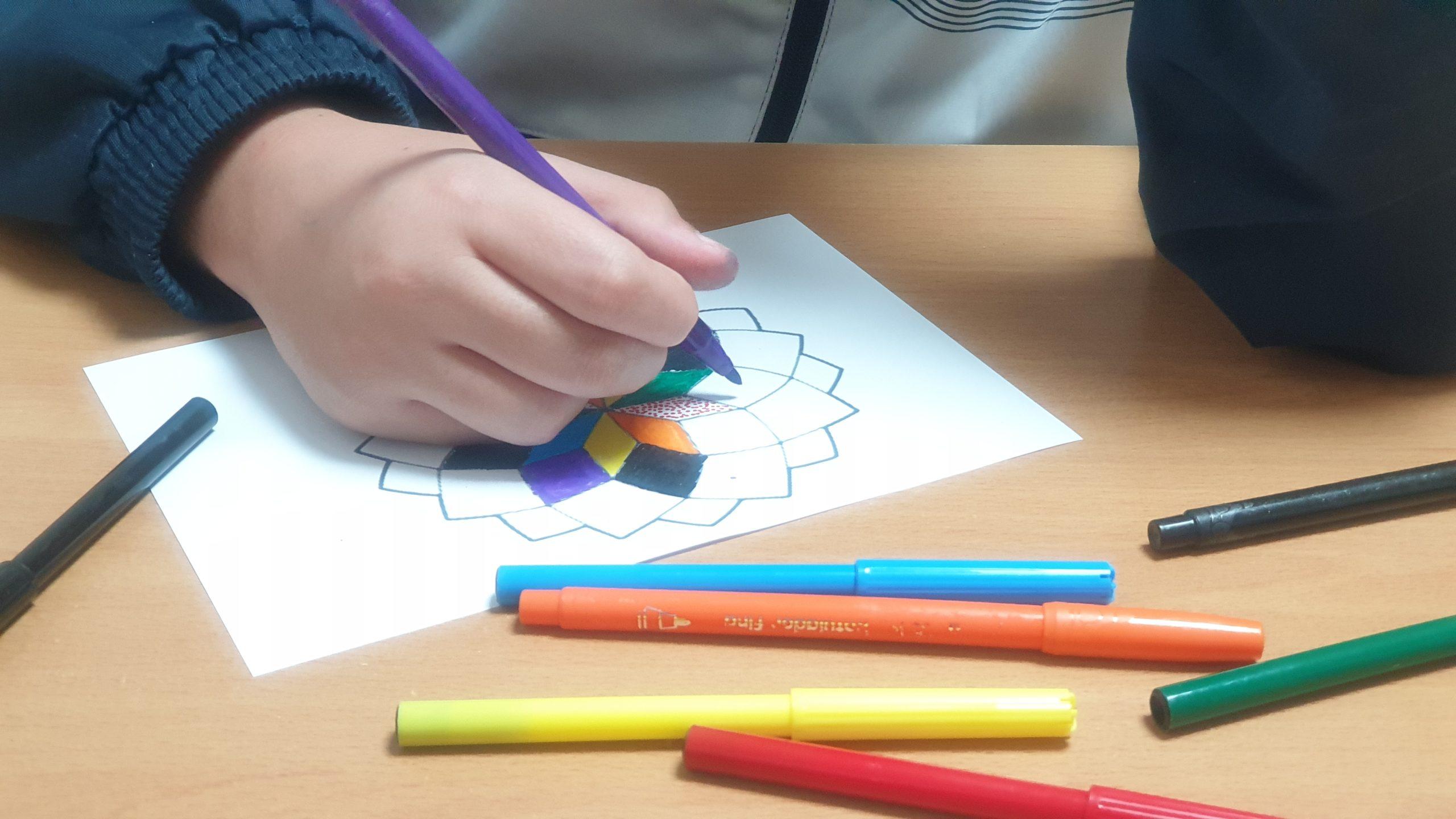Calma en nuestro hijo/a al pintar mandala